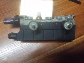 奔驰S350减震器打气泵分配阀