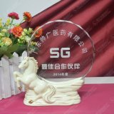 白馬馬到成功陶瓷底座獎牌水晶獎杯廣州現貨刻字廠家直銷
