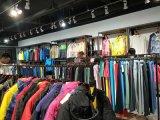 國內一二線運動品牌服裝折扣貨源,選世通服飾