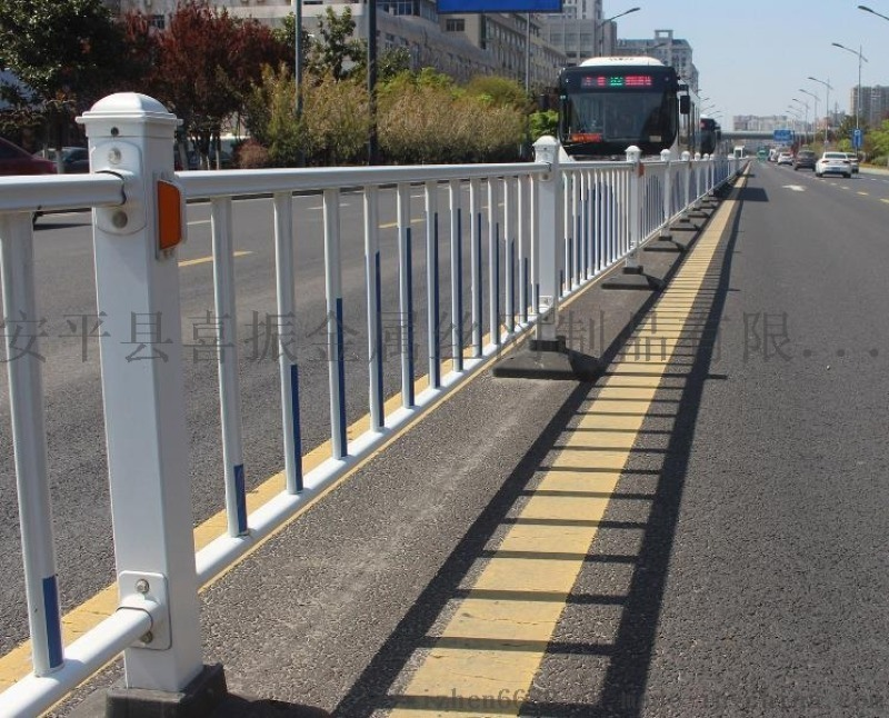 市政公路护栏@路中央安全隔离栏@市政护栏供货厂家