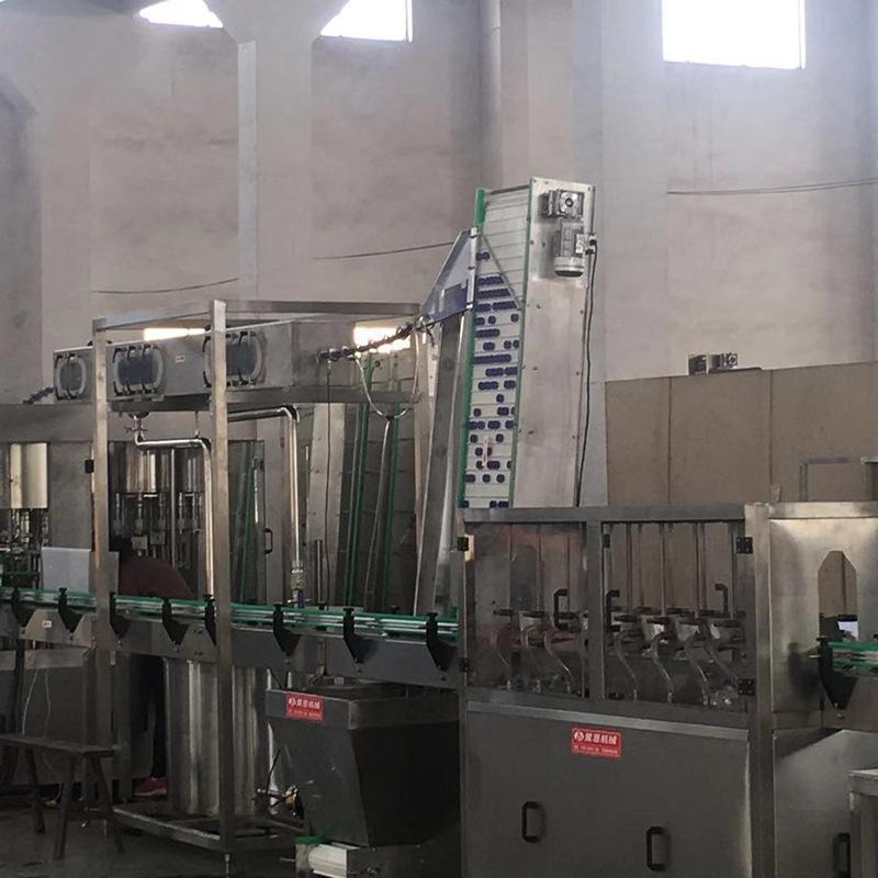 全自動灌裝機18頭4合1 飲料灌裝機