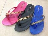 廠家供應女款時尚夏季三角鑽帶夾趾休閒拖鞋