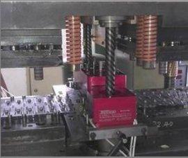 汽车配件加工冲压攻牙好帮手-模内攻丝机,高技术高效率