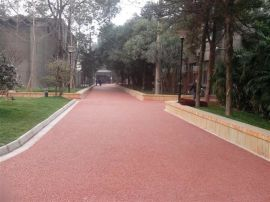 能透水的地坪是什么? 上海勤路彩色透水混凝土 是您时尚的选择