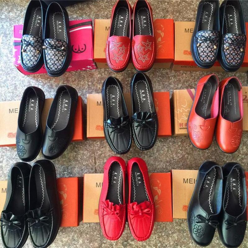 跑江湖地摊女鞋平底鞋妈妈软布鞋25元模式价格