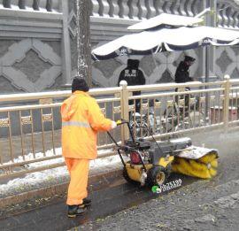 小型滚刷清雪机冬季道路扫雪之利器