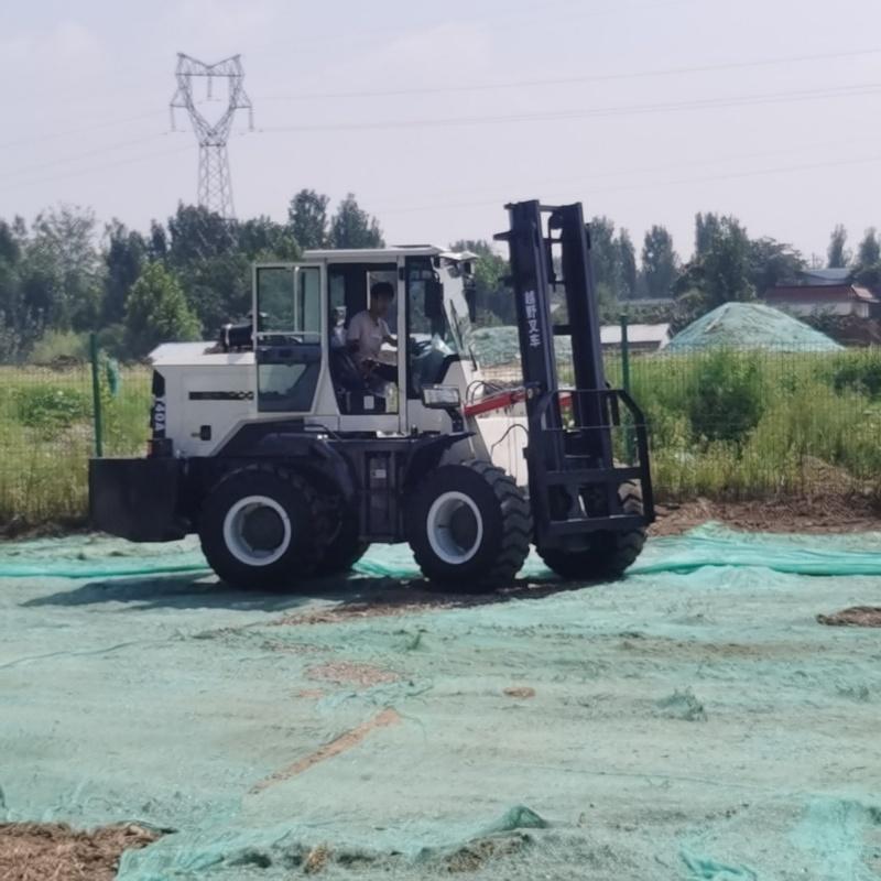 3.5吨四驱越野叉车 内燃平衡重式 侧面叉车