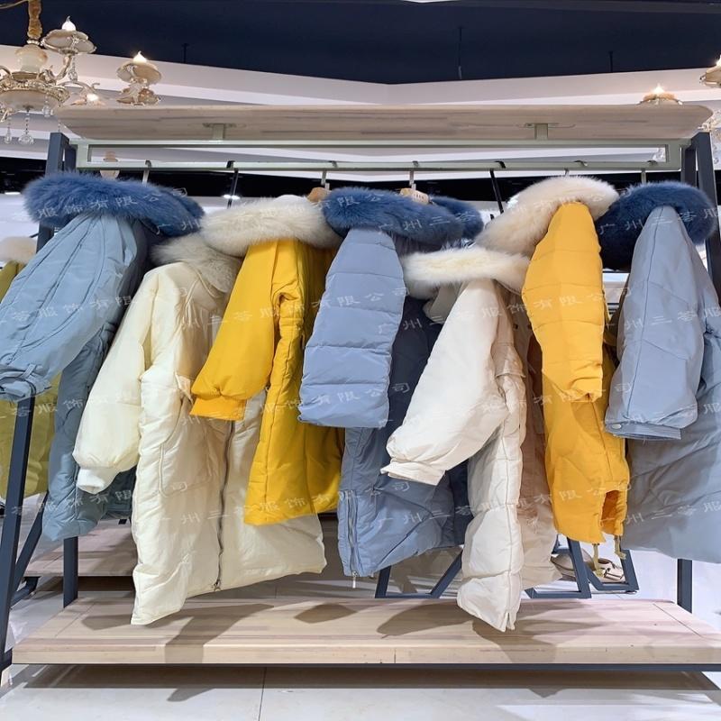 人本万衣羽绒服女装品牌,库存折扣一线品牌,尾货打包