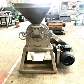 山东水泡大米磨粉机,大米不锈钢粉碎机,食品磨粉机