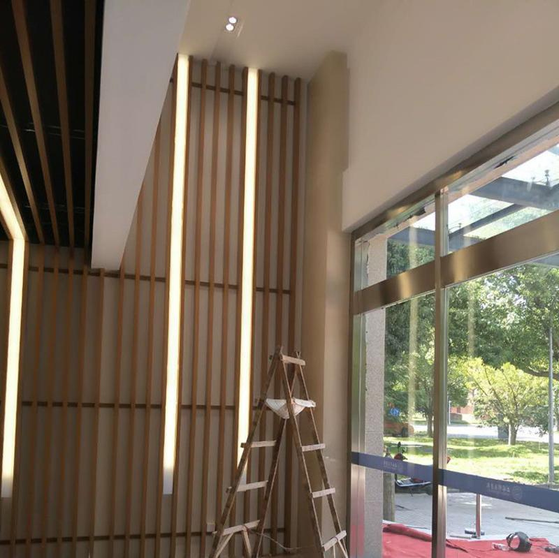 火锅店木纹铝方通天花吊顶 餐厅条形铝型材-中式餐厅木纹铝方管
