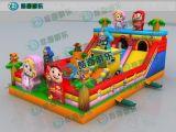 孩子玩的充气蹦蹦床 广场上经营的儿童充气城堡