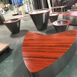 工厂直销户外休闲椅 商场创意不锈钢实木休闲椅 简约现代心形椅子