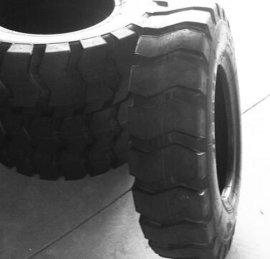 供应全新**三包斜交工程机械轮胎7.50-16
