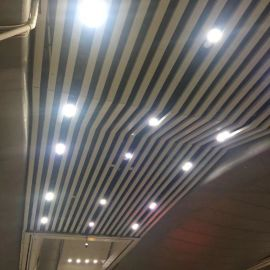 南站天花吊顶铝方通厂家直销粉末热转印木纹造型铝方通