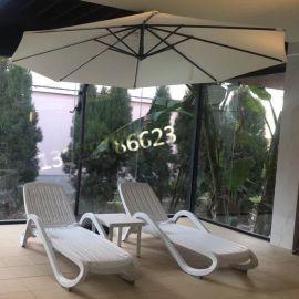 舒纳和UU200白色塑料室内游泳馆躺椅