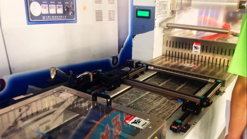 腊肉火腿高速拉伸包装机,全自动连续拉伸真空包装机