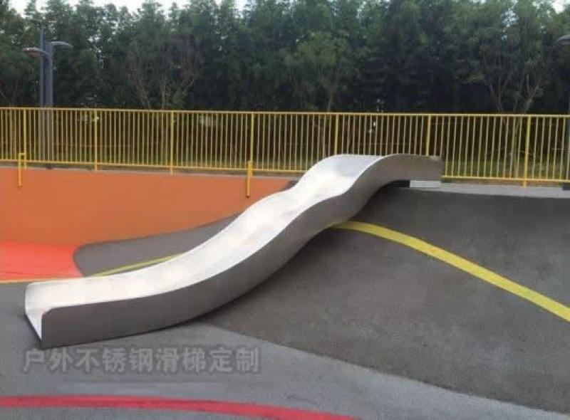 戶外網紅不鏽鋼滑梯深圳騎牛人造型滑梯非標定製