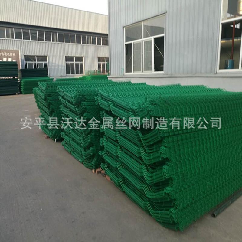 厂家供应优质铁丝防护网 绿  片护栏 场地安全护栏网