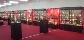 四川工艺品展柜厂家提供成都工艺品展柜展示柜台货柜