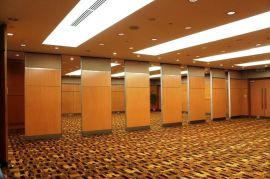 65款铝合金材料隔音材料桂林酒店隔断桂林酒楼折叠屏风