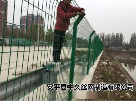 双边高速公路护栏网 三角折弯护栏网铁路隔离护栏网