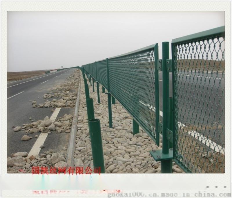 绿塑防眩网   浸塑高速公路护栏     菱形钢板网护栏