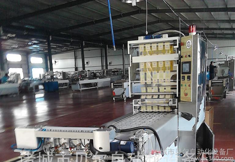 供应山东真空包装机,GDS-1000型汤汁熟食真空包装机,热收缩包装机,食品包装机型号齐全,选包装机认准诸城贝尔包装机