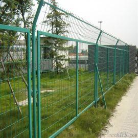 太原哪里有卖公路护栏网的厂家?太原公路铁丝网价格、太原圈地围栏网规格