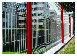 桃形立柱道路防护网安全性好喷塑桃形立柱防护网颜色鲜艳美观