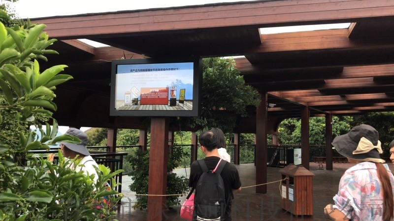 65寸户外壁挂广告机 广告机厂家
