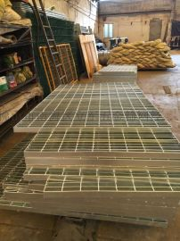 广东惠州排水沟盖板不锈钢格栅板坚固耐用锯齿钢格板