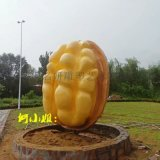 陕西核桃种植户以玻璃钢仿真核桃雕塑作宣传