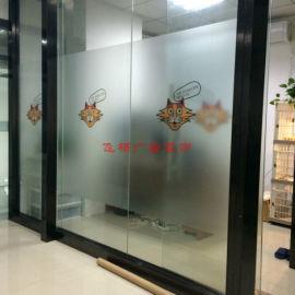 想要在办公室的玻璃上贴磨砂膜找飞杨广告装饰