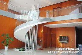 适合现代风格的玻璃楼梯扶手