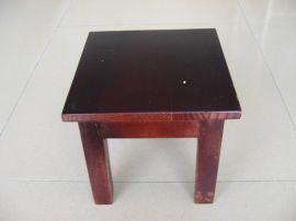 木制小凳子