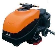 Q8摩托式洗地车