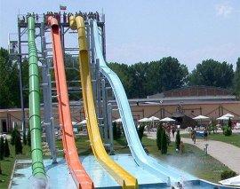水上乐园设备:大型组合滑梯,螺旋滑梯
