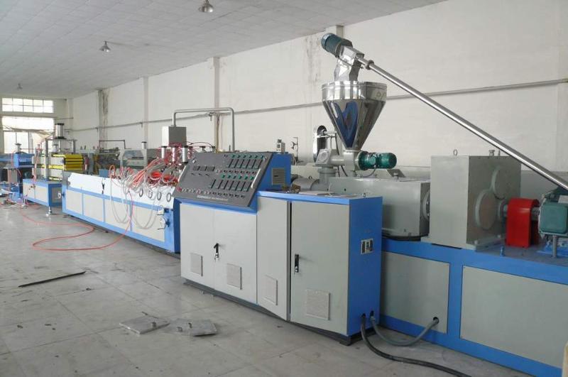 青岛隆昌捷塑料异型材生产线