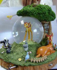 广告树脂工艺品摆件动物水球内旋转配备精湛彩绘小鹿家园水晶球摆饰