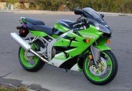 ZZR600摩托车