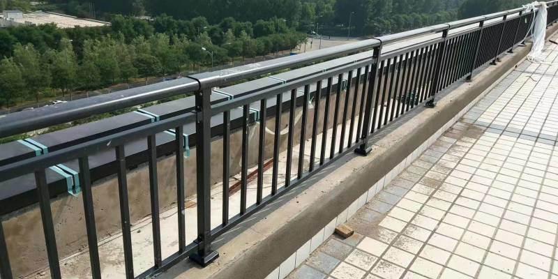 道路隔离护栏,  公路护栏,锌钢护栏排名