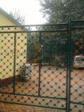 梅花刺監獄鋼網牆 Y型柱機場圍欄網 防爬鋼板網圍界