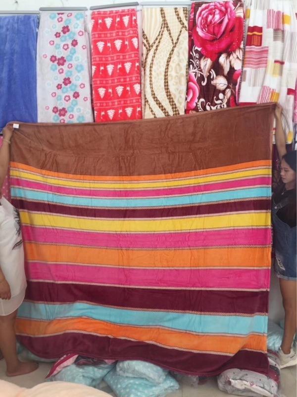 按斤賣法蘭絨毛毯25元模式跑江湖地攤靠地商品價格