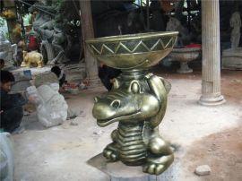 玻璃钢鳄鱼 仿铜鳄鱼顶花盆摆设 广州玻璃钢仿铜鳄鱼顶花盆流水厂家