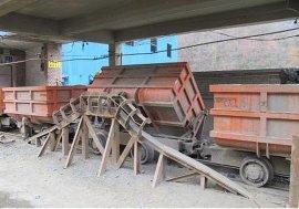 双向卸载曲轨侧翻式矿车