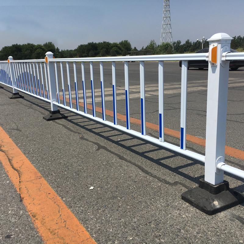 隔離欄杆廠家現貨隔離防撞護欄鋅鋼馬路圍欄人行道護欄
