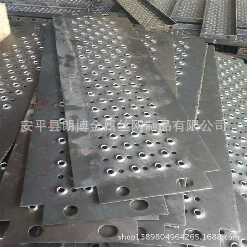 厂家定做铁板楼梯防滑冲孔板 圆孔鱼眼起鼓车间平台脚踏防滑板