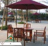带伞的桌子 户外木制桌椅