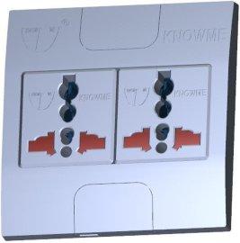86型安装板埋入式二位带安全门万用插座