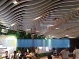 弧形铝方通造型多样-弧形木纹铝方通吊顶美观典雅